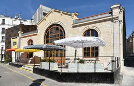 Le-Hasard-Ludique-Facade-et-terrasse-630x405-C-Jean-Philippe-Corre.png